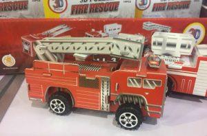 kartonnen brandweerauto als goedkoop cadeau