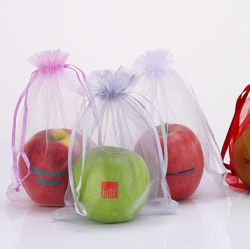 Logo appel in zakje verpakt als relatiegeschenk