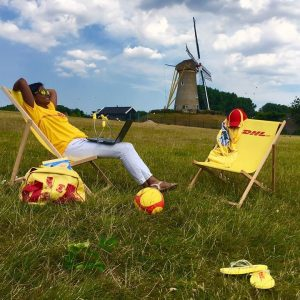DHL Strandstoel voetbal en slippers bedrukt Holland